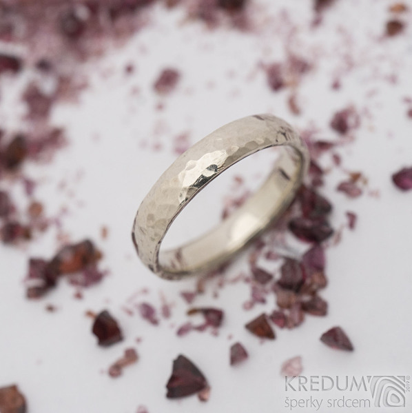 Golden draill white - 48, šířka 3,5 mm, tloušťka 1,3 mm, lesk - Tepaný zlatý snubní prsten