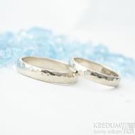 ilustrační foto s osazeným diamantem - Golden klasik draill white a diamant 1,5 mm - 50, šířka 3,5 mm, tloušťka 1,2 mm a 58, šířka 4 mm - Zlaté snubní prsteny
