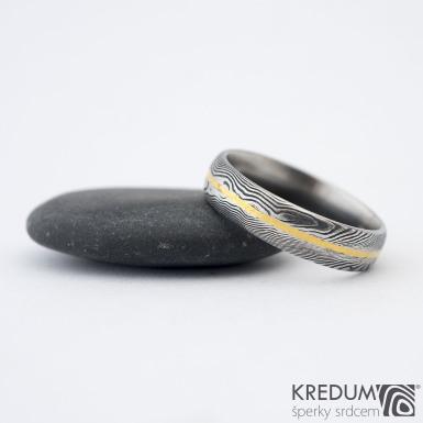 Golden line - Damasteel prsten - velikost 61,5 + CF, šířka 5,5 mm, tlouš\'tka 1,8mm, dřevo 75% tm, profil D - sk1331