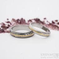 Golden line, dřevo - 54,5, šířka 4 mm, 75% sv a 60,5, šířka 5 mm, 75% tm - Damasteelové snubní prsteny se zlatem