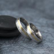 Golden line third - 54 šířka 5 mm a 64 šířka 5 mm, oba dřevo lept 75% světlý, profil E - Damasteel snubní prsteny - fl 3528710 (3)