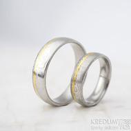 Golden line third - vel 51 š 5mm a vel 67 š 6 mm, dřevo, lept 75%  světlý, profil E - Damasteel snubní prsteny a zlato - et 1699 (3)