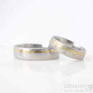Golden line third - vel 51 š 5mm a vel 67 š 6 mm, dřevo, lept 75%  světlý, profil E - Damasteel snubní prsteny a zlato - et 1699