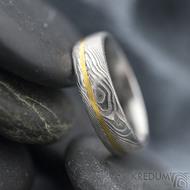 Golden line third - vel 51 š 5mm, dřevo, lept 75%  světlý, profil E - Damasteel snubní prsteny a zlato - et 1699