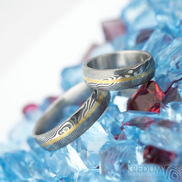 Golden line - vel 51 a 67, š 5,5 mm, tl střední, dřevo 75% TM, profil B a E - Damasteel snubní prsteny a zlatá linka - k 1441