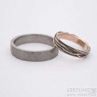 Gordik mokume gold red patina - šířka 4 mm a Draill titan Glanc matný - šířka 5 mm - Snubní prsteny