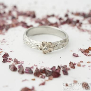 Gordik flower Au s diamantem 1,5 mm - Motaný nerezový snubní prsten
