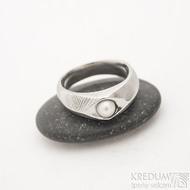 Gracia s pravou perlou - zásnubní kovaný damasteel prsten, produkt S1147