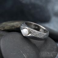 Gracia voda s říční perlou - lept 100% TM, velikost 57, šířka hlavy 7 mm do dlaně 5 mm - Damasteel zásnubní prsten - k 1185 (2)