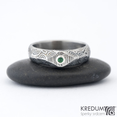 Grada a smaragd 2 mm do Ag - 54, š hlavy 5, do dlaně 4,5 mm, kolečka 75% TM, leptaná hlava - Zásnubní prsten damasteel, k 1007 (2)