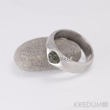 GRADA a kámen naturál - vltavín - Kovaný zásnubní prsten damasteel, struktora dřevo, lept 75%, světlý