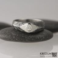 GRADA a broušený kámen ve stříbře - Kovaný zásnubní prsten damasteel, struktura kolečka - moissanite 3 mm