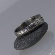 GRADA a broušený moissanite 3 mm v bílém zlatě - Kovaný prsten damasteel, S1348
