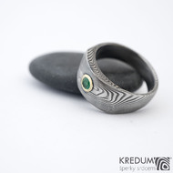 Intimity a broušený smaragd 3,5 mm do Au - velikost 56, šířka hlavy 8 mm do dlaně 5 mm, tloušťka hlavy 3 -3,5 mm, struktura TW 100% zatmavený a matný sk1458 (2)