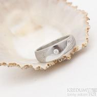 Intimity slim, zásnubní prsten damasteel, struktura voda, lept 50%, velikost 53 a diamant 2 mm - produkt SK2528