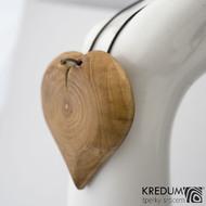 Jabloňové srdce - Ručně vyrobený  dřevěný přívěsek, SK1485 - přední strana se zaoblenými okraji