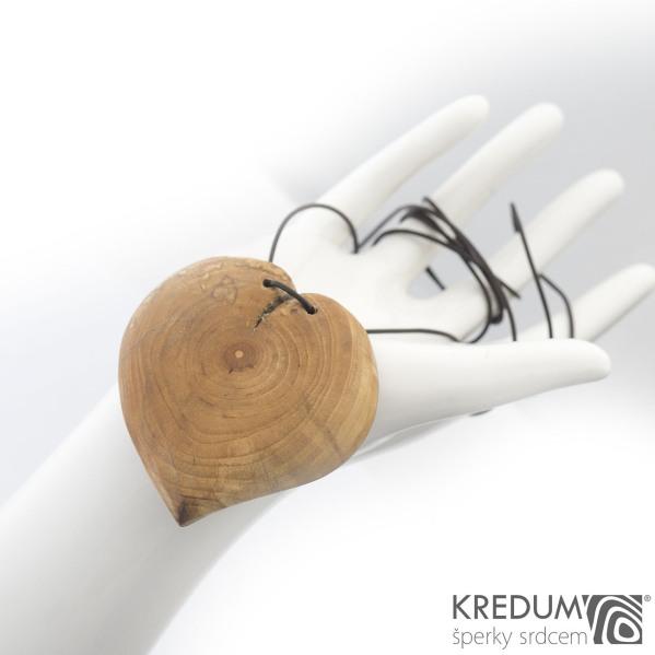 Jabloňové srdce - Ručně vyrobený dřevěný přívěsek, SK1505