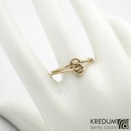 Josefína Yellow - Zlatý snubní prsten - barva prstenu na fotografii je upravovaná