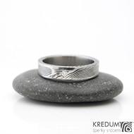 Collium Line a diamant 1,7 mm - struktura dřevo - Kovaný snubní prsten se žlábkem ocel damasteel
