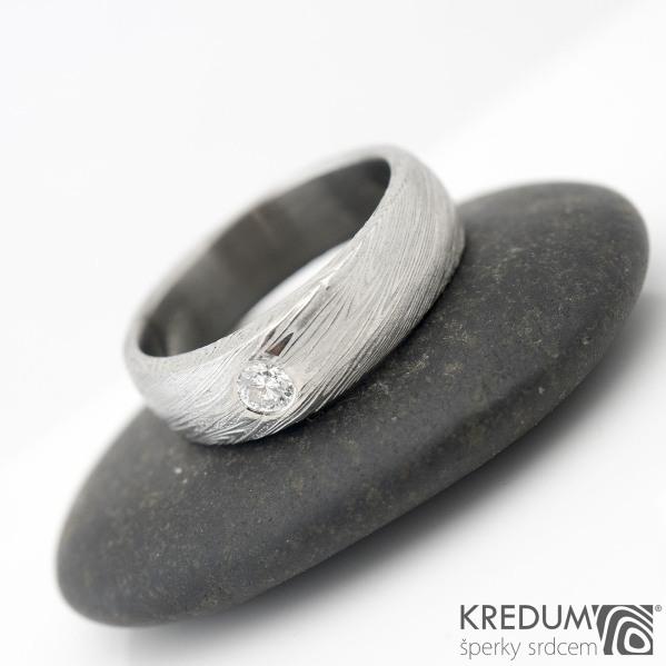 PRIMA + čirý diamant 2,7 mm - voda - Snubní prsten kovaná nerezová ocel damasteel