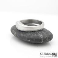Královna a čirý diamant 2,7 mm - Zásnubní prsten damasteel struktura dřevo