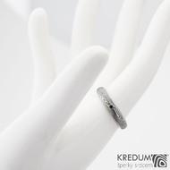 PRIMA line a černý diamant 1,7 mm- Snubní prsten kovaná nerezová ocel damasteel