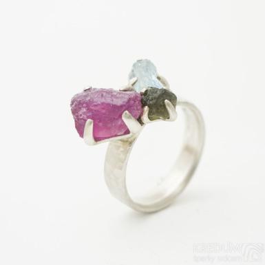 Draill silver s 3 kameny - stříbrný zásnubní prsten