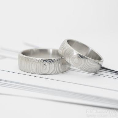 Prima - čárky - Snubní prsten damasteel