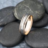 Kasiopea red S1636 - Snubní prsteny, kombinace zlata a damasteel oceli - 62, šířka 5,7 mm, tloušťka 1,4 mm, TW, 75% TM, profil B (5)
