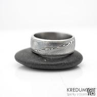 Kasiopea Steel - dřevo - Kovaný snubní prsten - lept 75% zatmavený