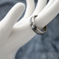 Kasiopea Steel - dřevo - Kovaný snubní prsten SK1609