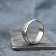 Kasiopea Steel - kolečka, vel 63, šířka 6 mm, tl. 1,7 mm, lept 75% zatmavený, profil B - Kovaný snubní prsten, SK1610 (2)