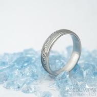 Kasiopea steel - vel 58, šířka 5 mm, tloušťka střední,  dřevo - lept 75% zatmavený, profil E - Snubní prsteny damasteel - k 1551 (2)