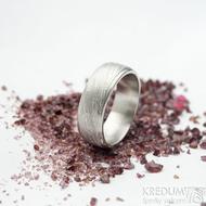 Kasiopea steel voda - světlá, velikost 70, šířka 8,5 mm, tloušťka 2,5 mm - Damasteel snubní prsteny - k 1690 (2)