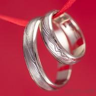 Zlaté snubní prsteny a damasteel - Kasiopea white - dřevo