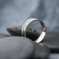 Kasiopea white - Zlatý snubní prsten a damasteel - velikost 57, šířka 5,5 mm, voda - extra TM, okraje hladké 2x0,75 -  SK1749 (5)