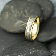 Kasiopea yellow - 48, šířka 4,3 mm, tloušťka 1,4 mm, dřevo - 75SV, okraje 2x0,75 mm tepané - Zlaté snubní prsteny - s1419 (4)