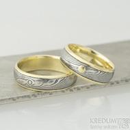Kasiopea yellow a zlatý suk - šířka 6,5 mm, dřevo 75 TM, okraje 2x1 mm a šířka 6, okraje 2x0,75 mm - Snubní prsteny, k 2077