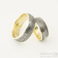 Kasiopea yellow - velikosti 50,5 a 68, šířka 8 mm, okraje 2x1mm, profil D - Damasteel snubní prsteny a zlato - k 2170