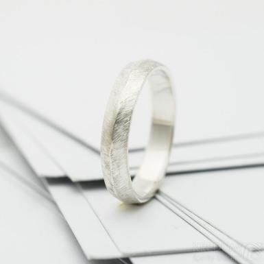 Klas silver - stříbrný snubní prsten