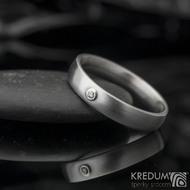 Klasik a broušený moissanite 1,5 mm do Au - Kovaný nerezový prsten - 53 , šířka 4 mm, tloušťka 1,8, matný - et 1640 (3)