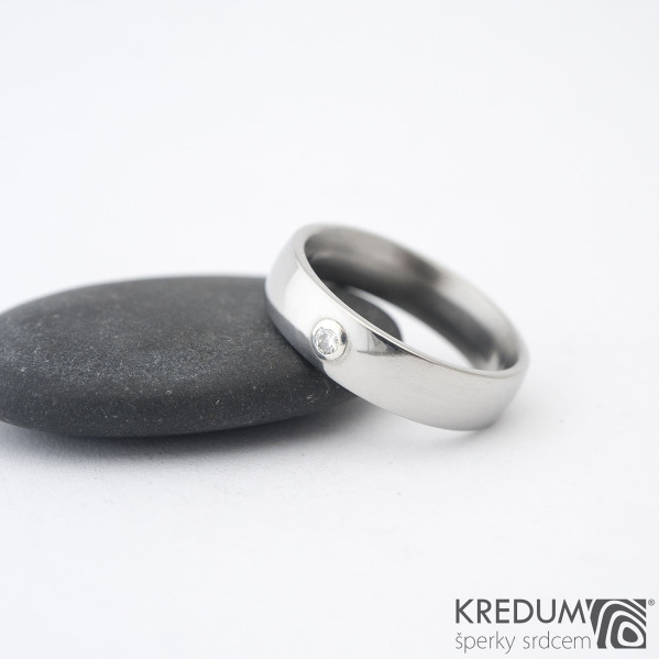 Klasik a moissanit 2,3 mm do Ag - vel 54 CF, šířka 5,1, tloušťka 1,7 mm, profil E, lesklý - Nerezové snubní prsteny - sk1361