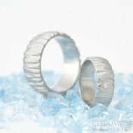 Klasik Bark a čirý diamant 1,7 mm - velikost 47, šířka 6 mm a Klasik Bark 61, šířka 8 mm - Nerezové snubní prsteny - k 1702