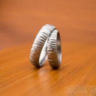Klasik Bark světlý - velikost 53, šířka 4,9 mm a velikost 63, šířka 5,3 mm- Nerezové snubní prsteny