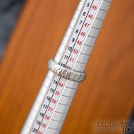 Klasik Bark světlý - Kovaný nerezový snubní prsten - SK1870 - velikost 53, šířka 4,9 mm, matný