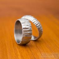 Klasik Bark - velikost 63 CF, šířka 5,3, tloušťka 1,8 mm a velikost 57, šířka 8 mm- Nerezové snubní prsteny