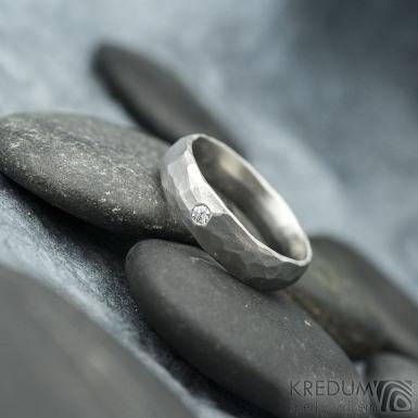 Klasik Draill a čirý diamant 2 mm - Kovaný nerezový snubní prsten