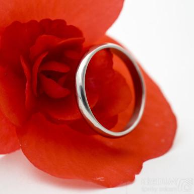 Klasik lesklý - Kovaný nerezový snubní prsten - sk3074