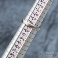 Klasik matný a čirý diamant 1,5 mm - Kovaný nerezový prsten - 55, šířka 3,5 mm, tloušťka 1,5 mm, matný, profil B - S1434