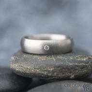Klasik titan matný a čirý diamant 1,7 mm - kovaný prsten SK1811